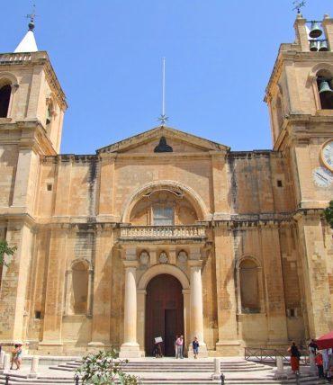 À la suite de saint Paul et des Chevaliers de l'Ordre de Malte